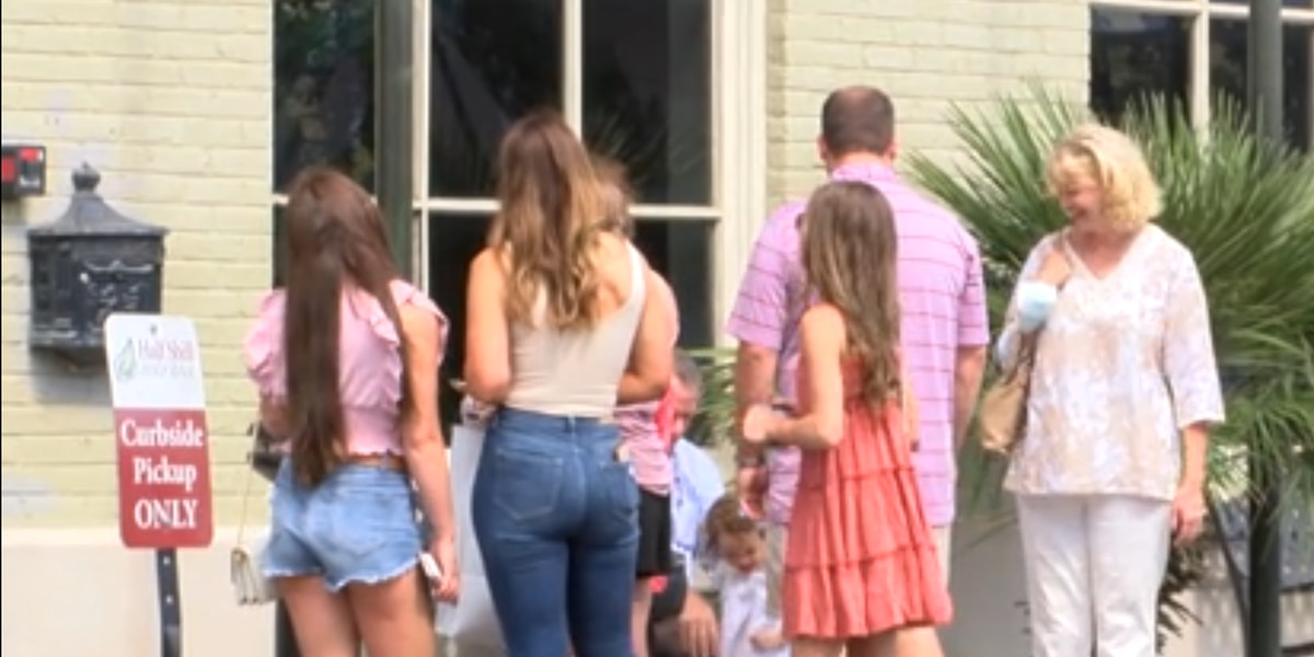 Restaurants fill up as families treat their moms to Mother's Day brunch