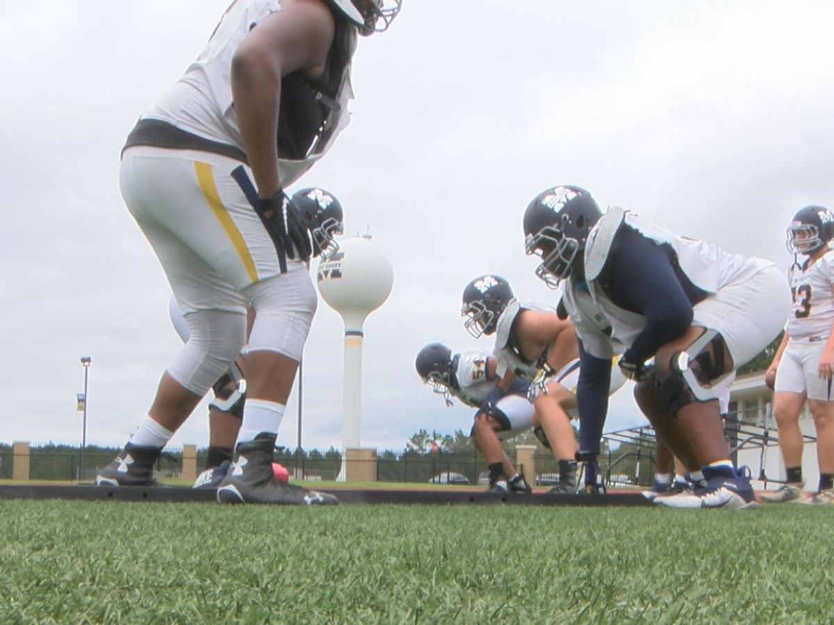 "MGCCC's ""impressive, gentle giants"" on offense"