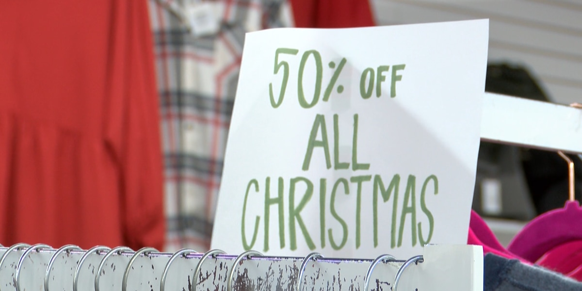 Shoppers rush to spend money the day after Christmas