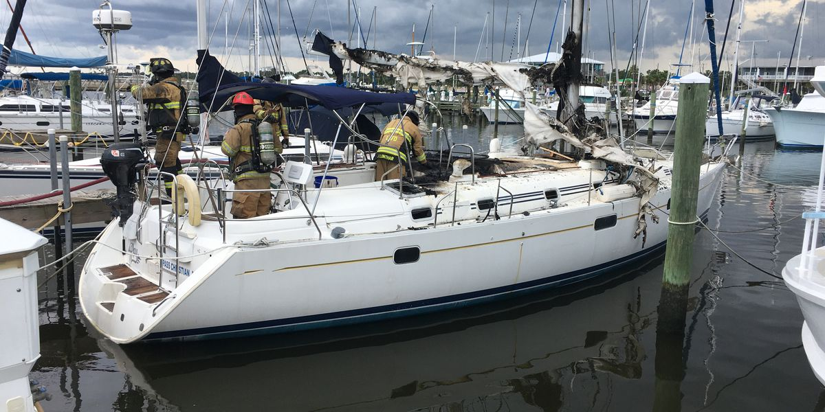 Firefighters extinguish boat fire at Long Beach Harbor