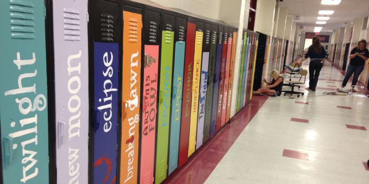 Biloxi teachers transform old lockers into literary work of art
