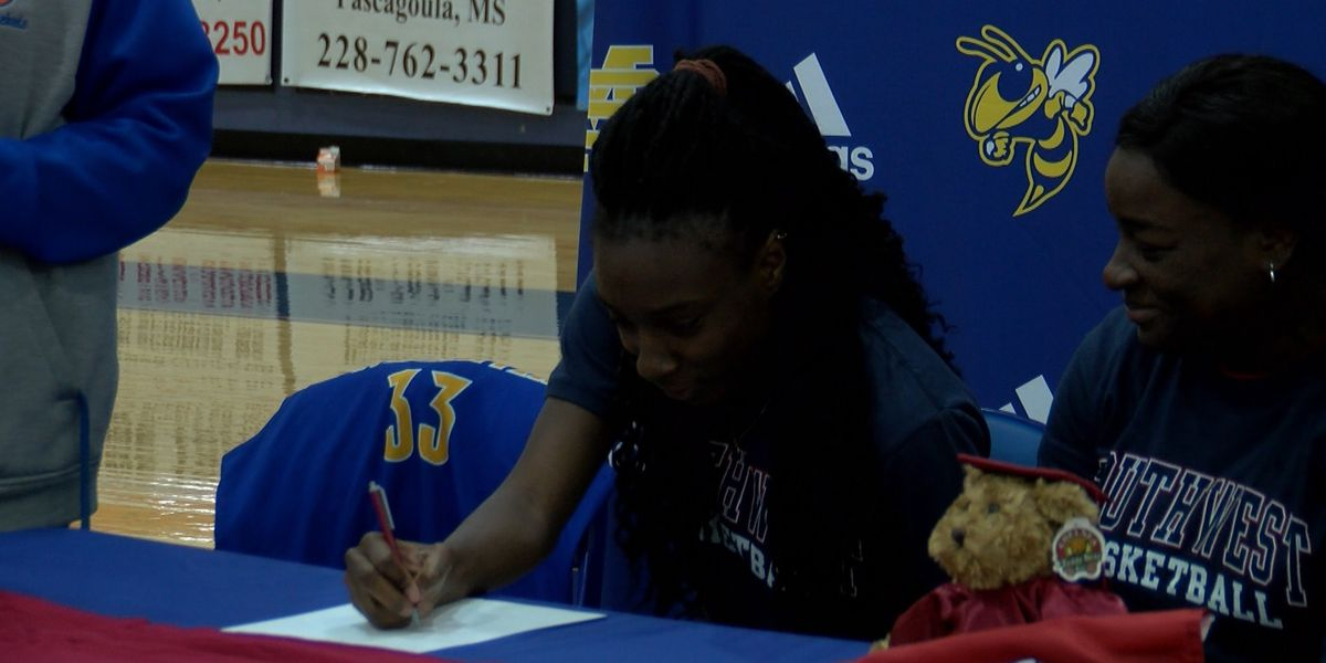 Antonia Bryant signs with Southwest Mississippi Community College