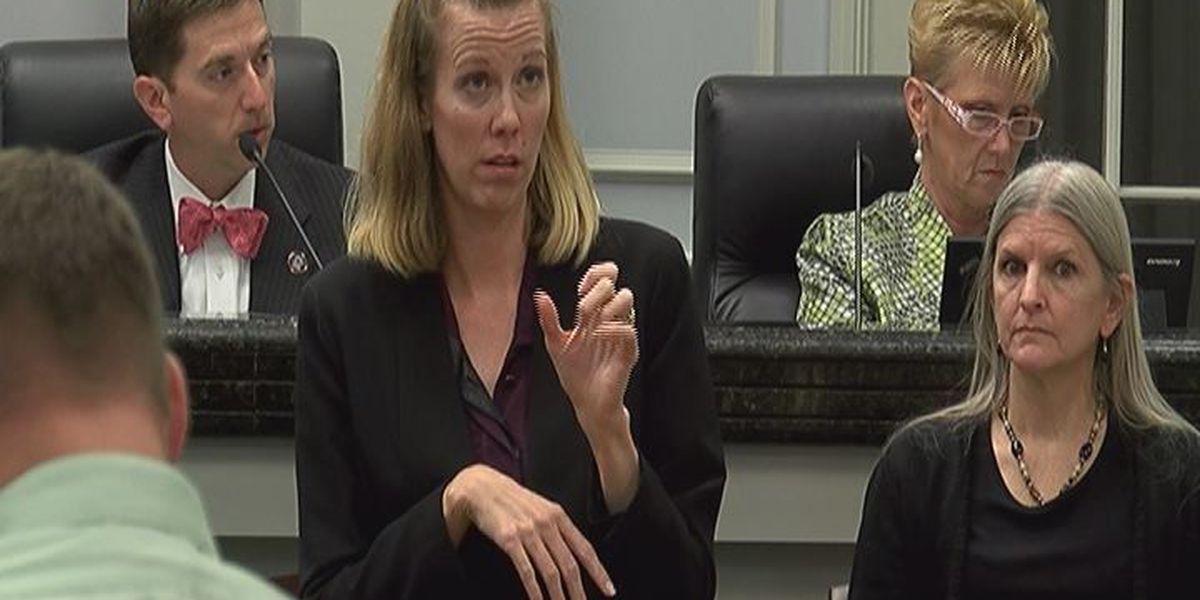 Gulfport brings in sign language interpreter to council meetings