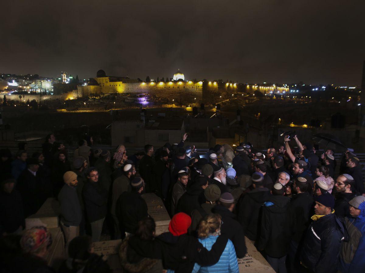 Shooting near West Bank settlement kills at least 2 Israelis