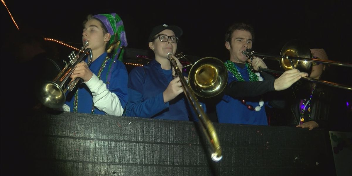 Families find fun at Ocean Springs night parade