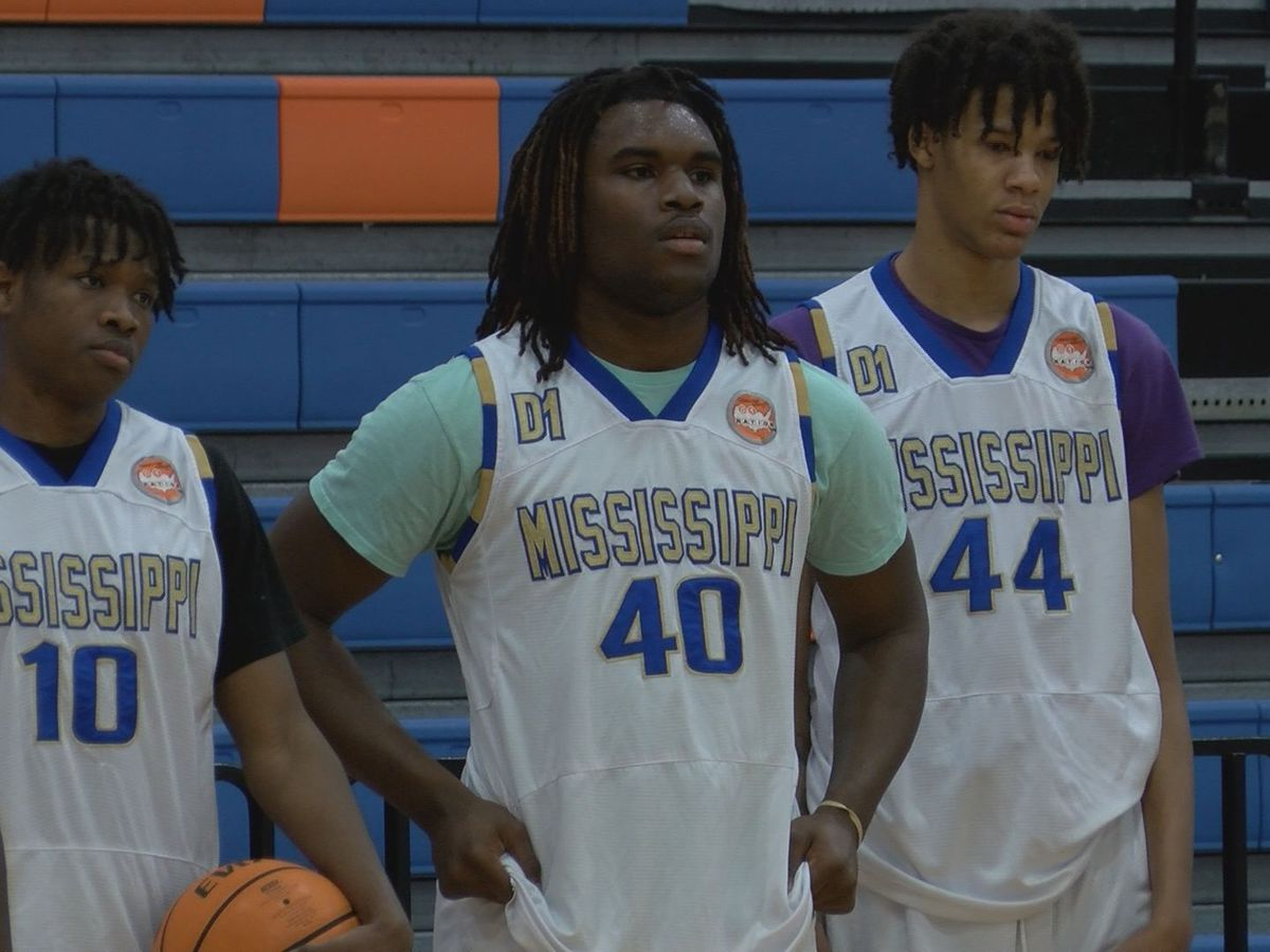 Mississippi Select AAU team teaching lessons on and off court