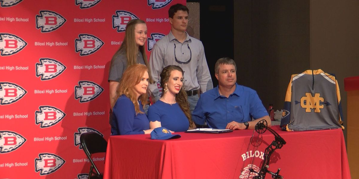 Lexi and Dalton Moore sign archery scholarships to Mississippi College