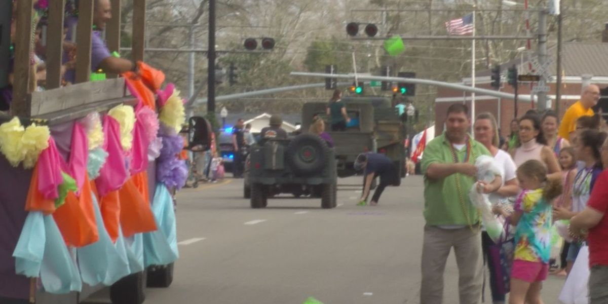 Krewe of Pearl parade in Picayune draws crowd