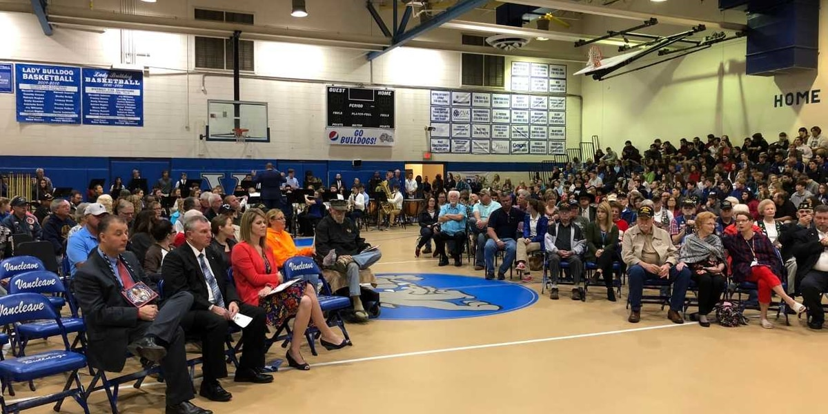 Vancleave High students roll out red carpet for veterans