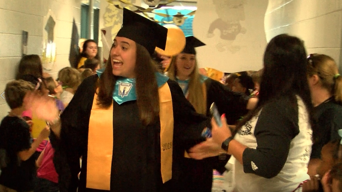 D'Iberville High graduates celebrate their past with senior walk