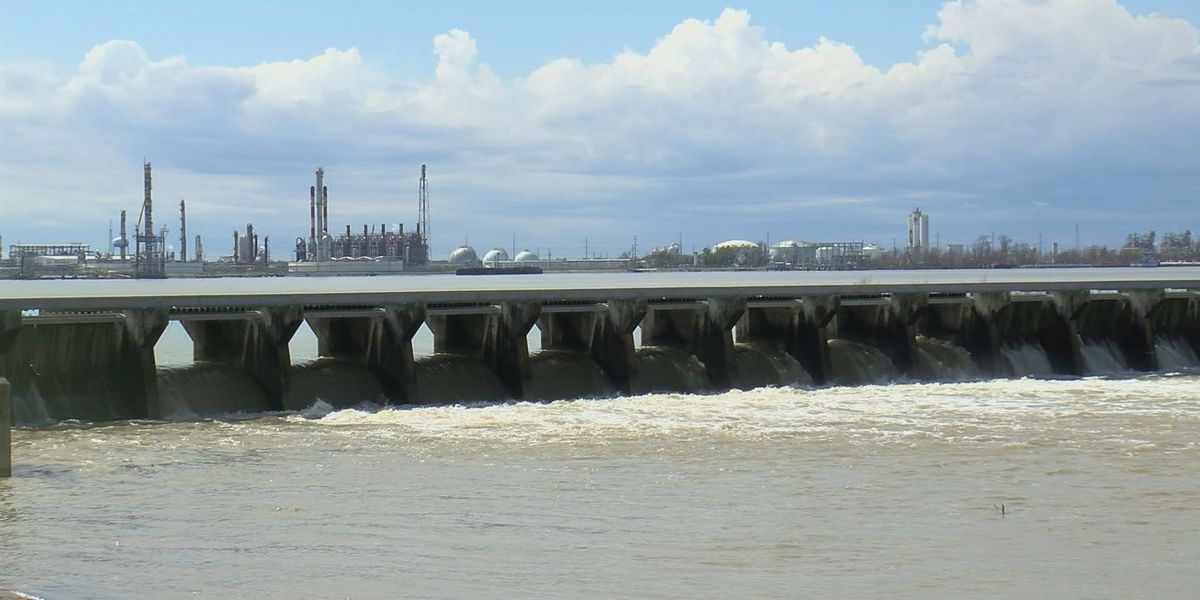 Army Corps of Engineers begins closing bays at Bonnet Carré Spillway