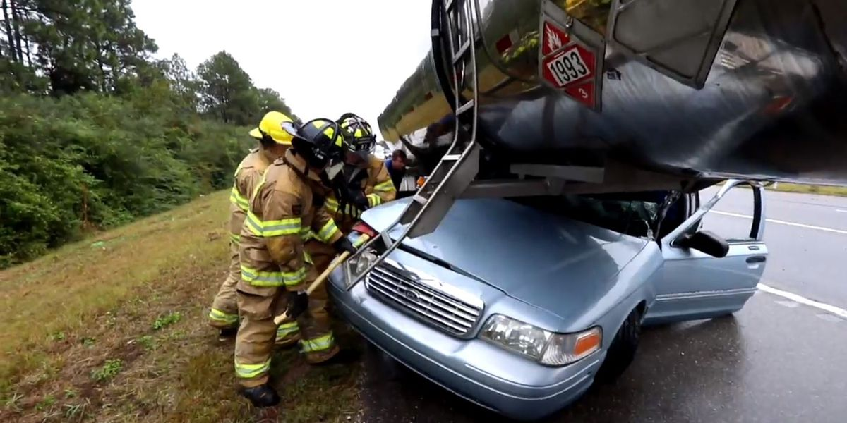 No one injured in car vs 18-wheeler accident on I-10