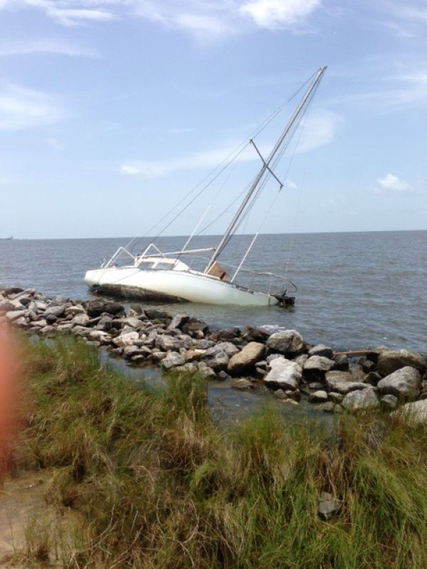 Authorities investigating abandoned boat in Pascagoula