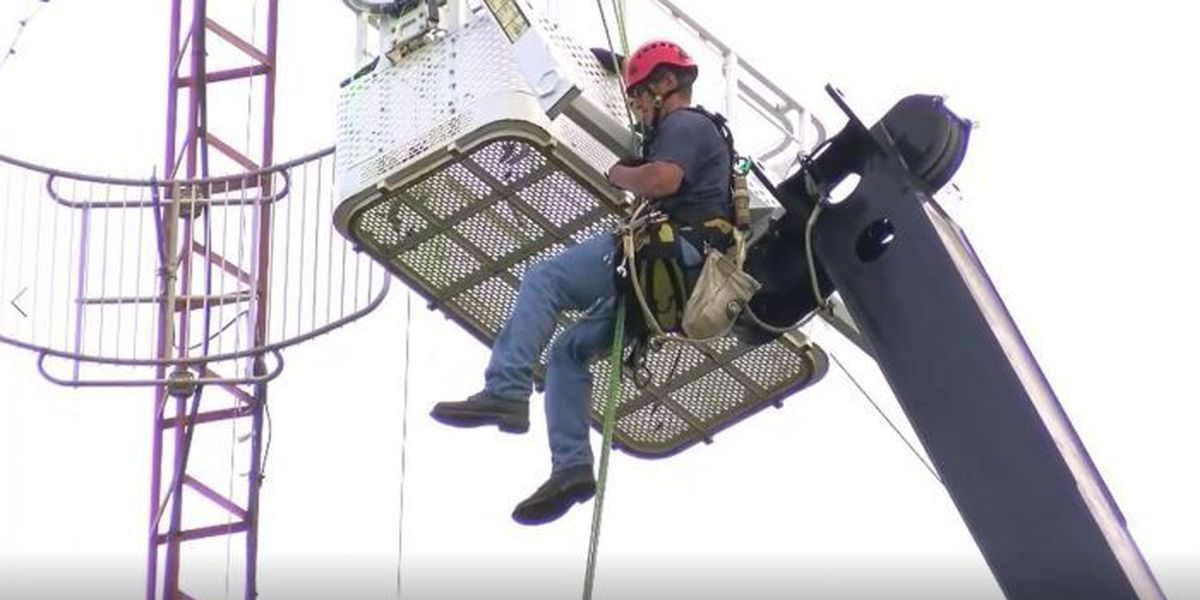 Stranded tower worker rappels to safety in Biloxi
