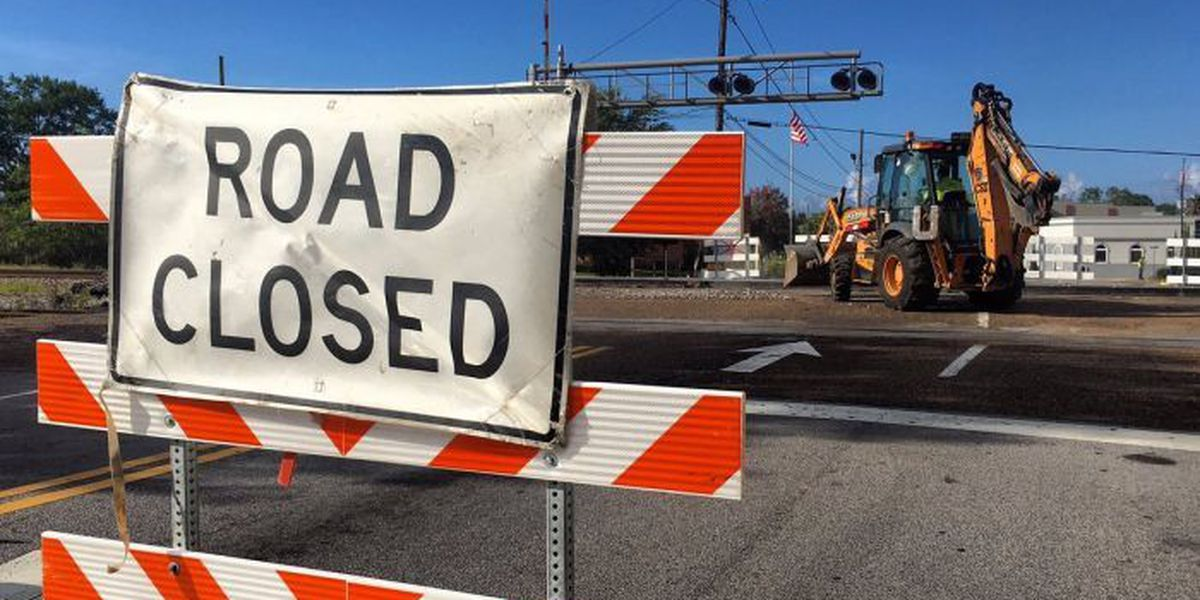 Crossing closed at Pascagoula Street