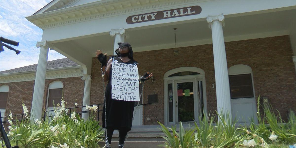 Lorraine Bates continues protesting Mayor Hal Marx