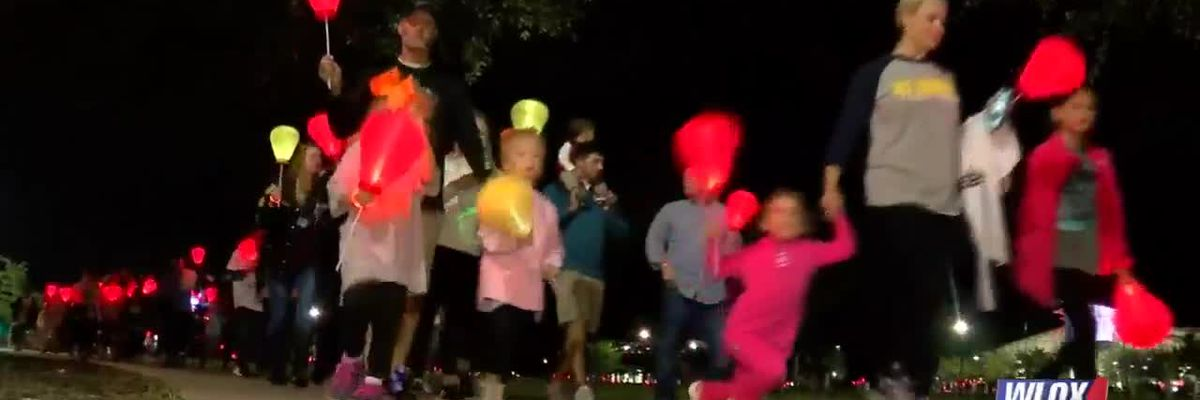 """Hundreds """"Light the Night"""" at Jones Park to walk for a cure"""