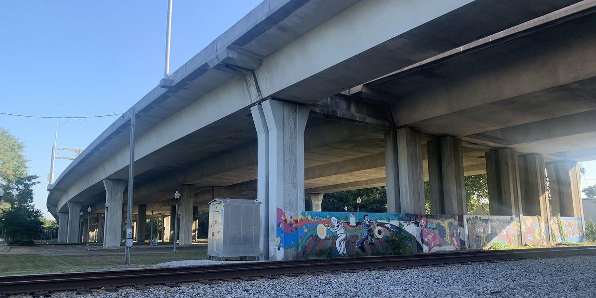 Gautier man killed after crashing, falling off I-110 overpass