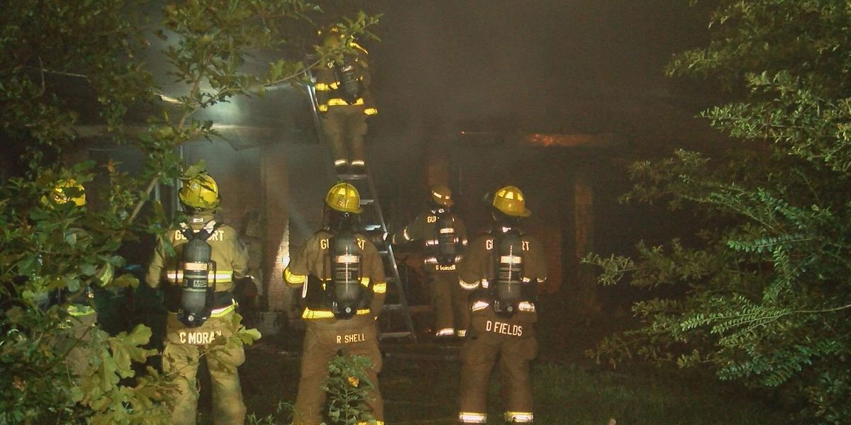 Crews extinguish Gulfport fire