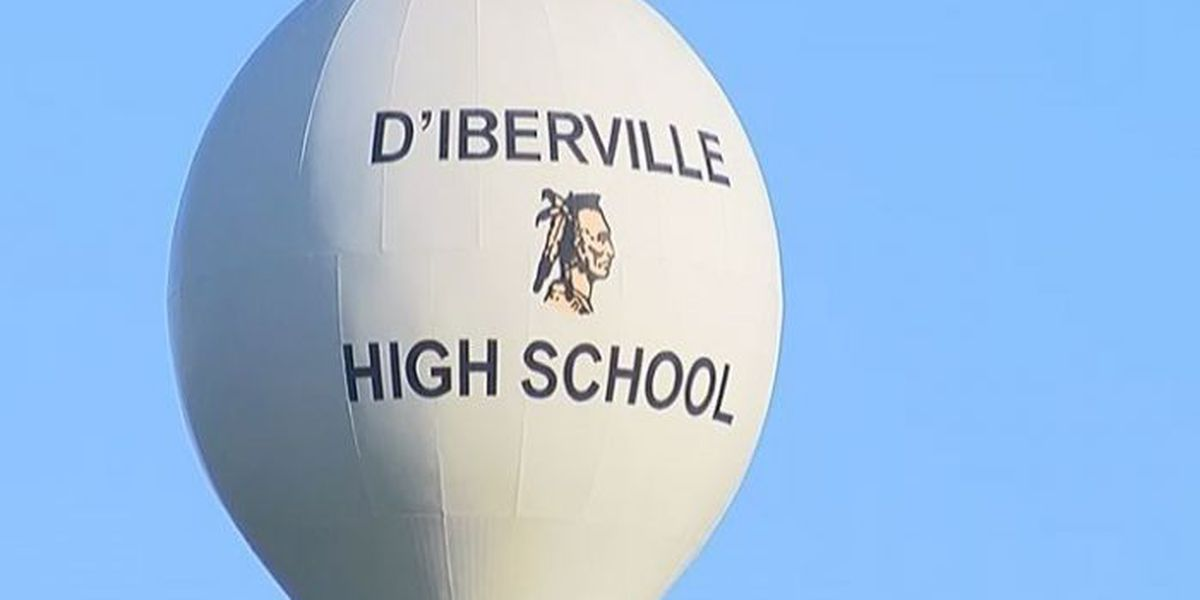 Two students charged with bringing weapon to D'Iberville High School