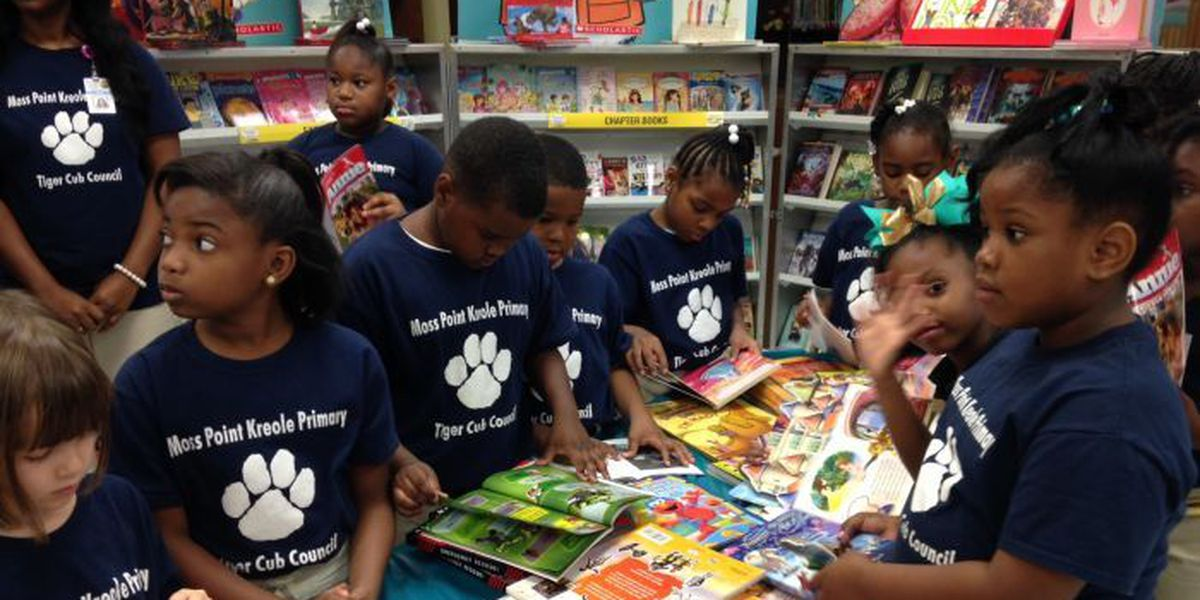 Moss Point school children receive the gift of reading