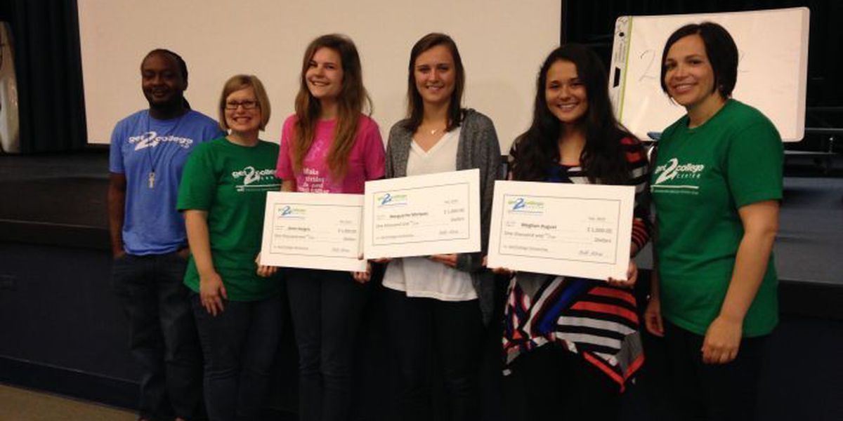 Scholarship Squad surprises students with $1,000 checks