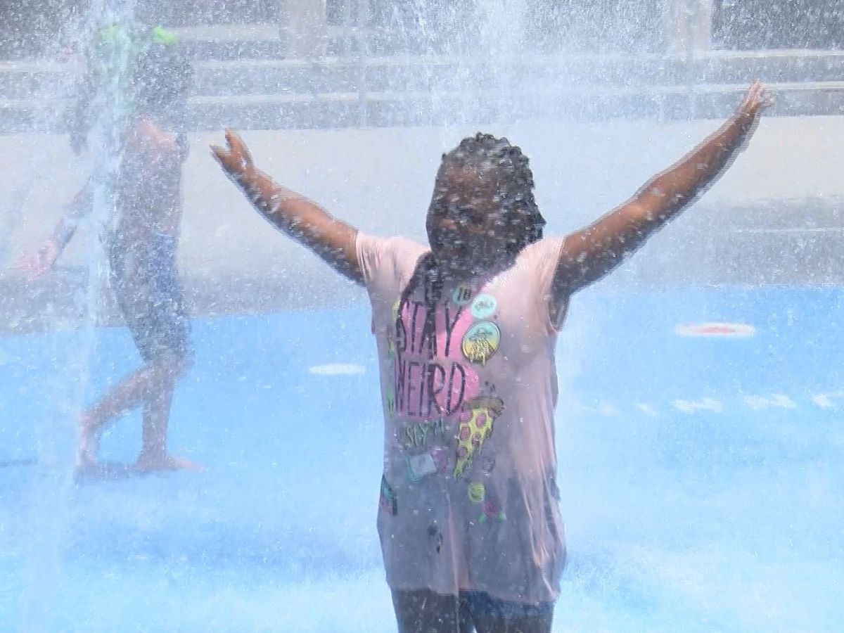 Residents, visitors make the best of the heat with cool-down fun