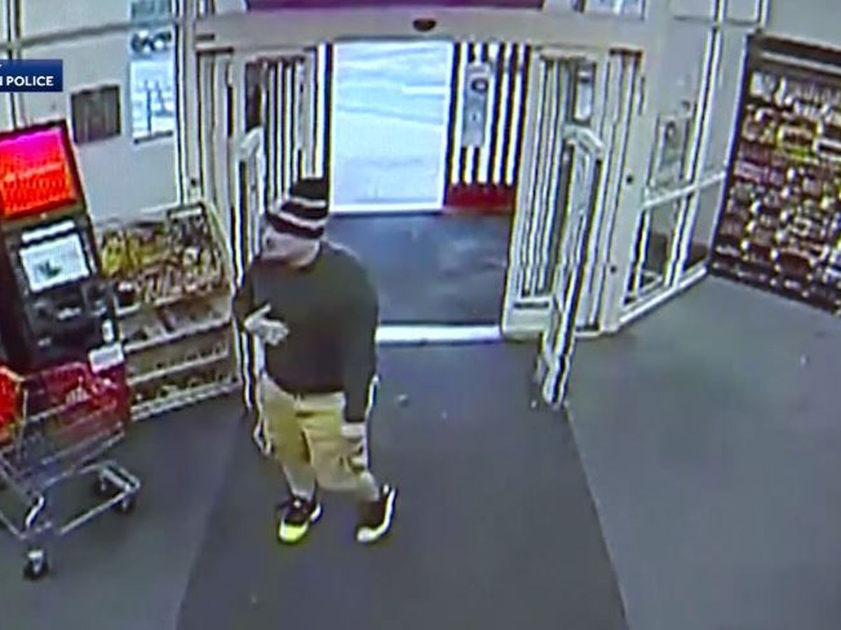 Man tried to fake heart attack so accomplice could rob Mass. store, police say