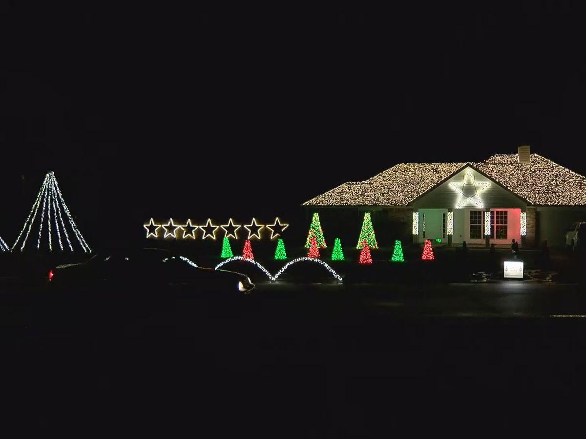St. Martin family puts on extravagant holiday light show
