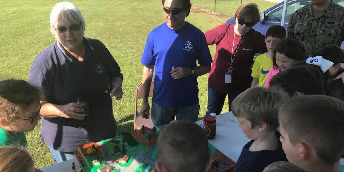 Farm field day teaches students about conservation