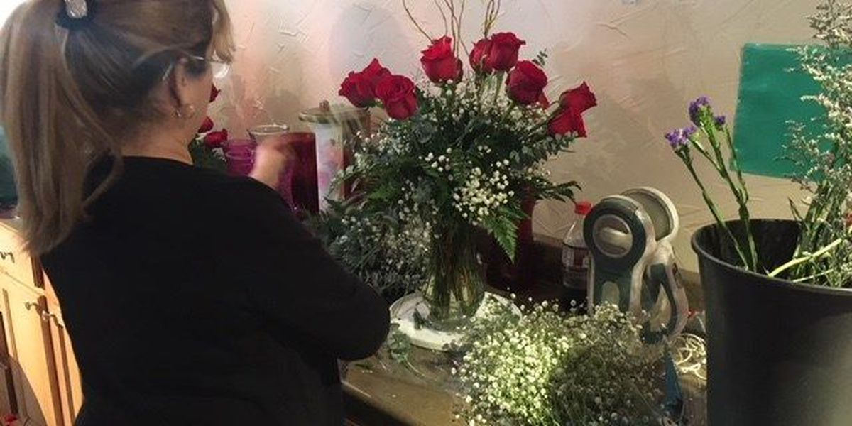 Florists, bakeries swamped with orders day before Valentine's Day