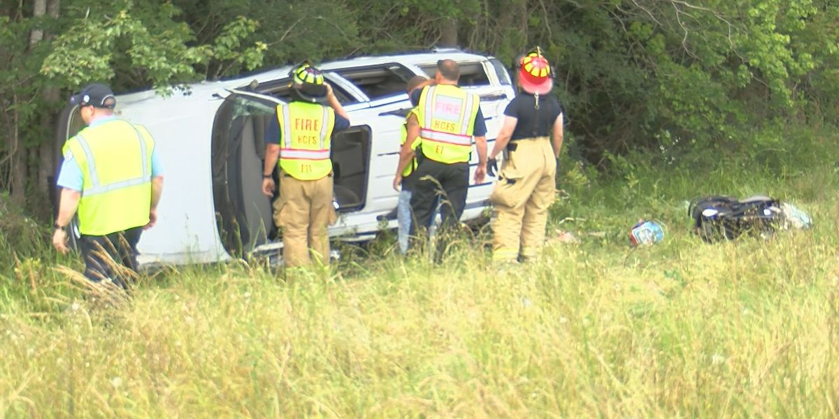 I-10 rollover wreck stops traffic, causes concern for first responders