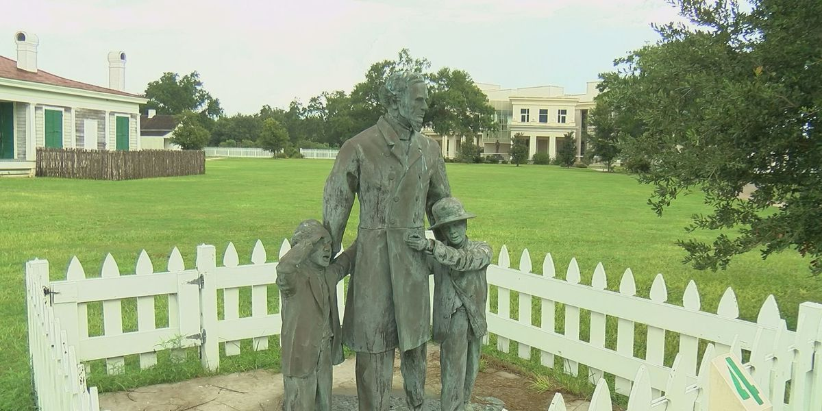 Beauvoir visitors want to see statues preserved