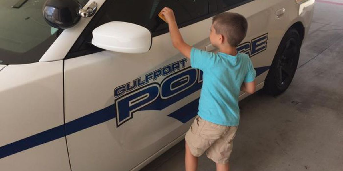 Brothers tag police cruisers with thank-you notes