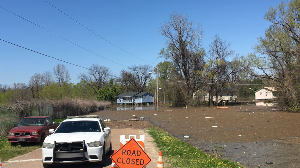 Government agencies brief Vicksburg mayor on flood status and future impact