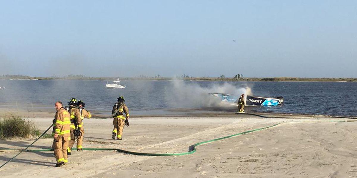 Crews extinguish Biloxi boat fire