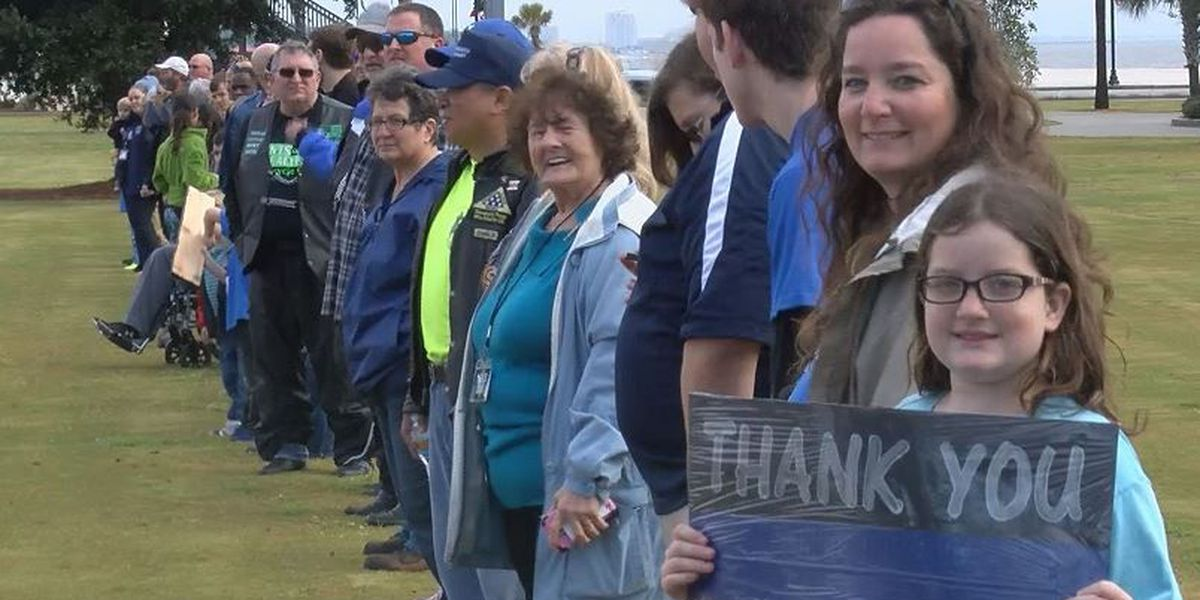 'Blue Line' in Gulfport shows support for law enforcement