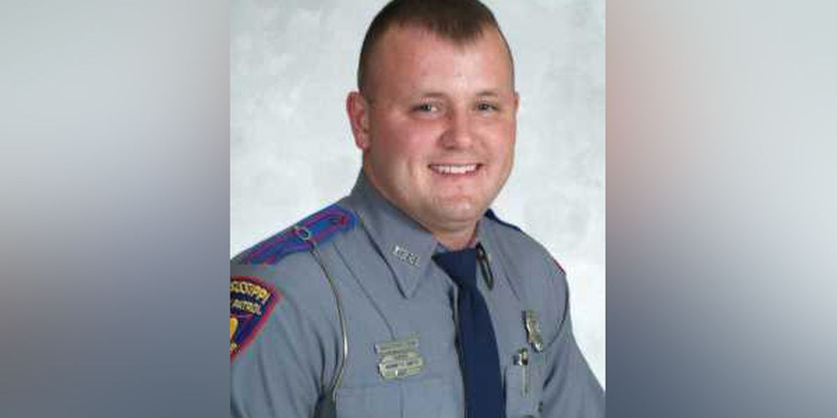 Man charged with killing state trooper beaten in jail