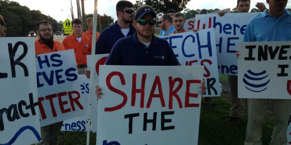 AT&T workers picket for new contracts