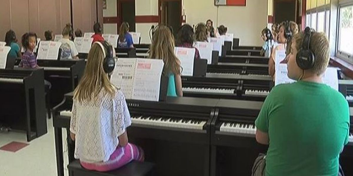 Biloxi School District offers piano program to eager students