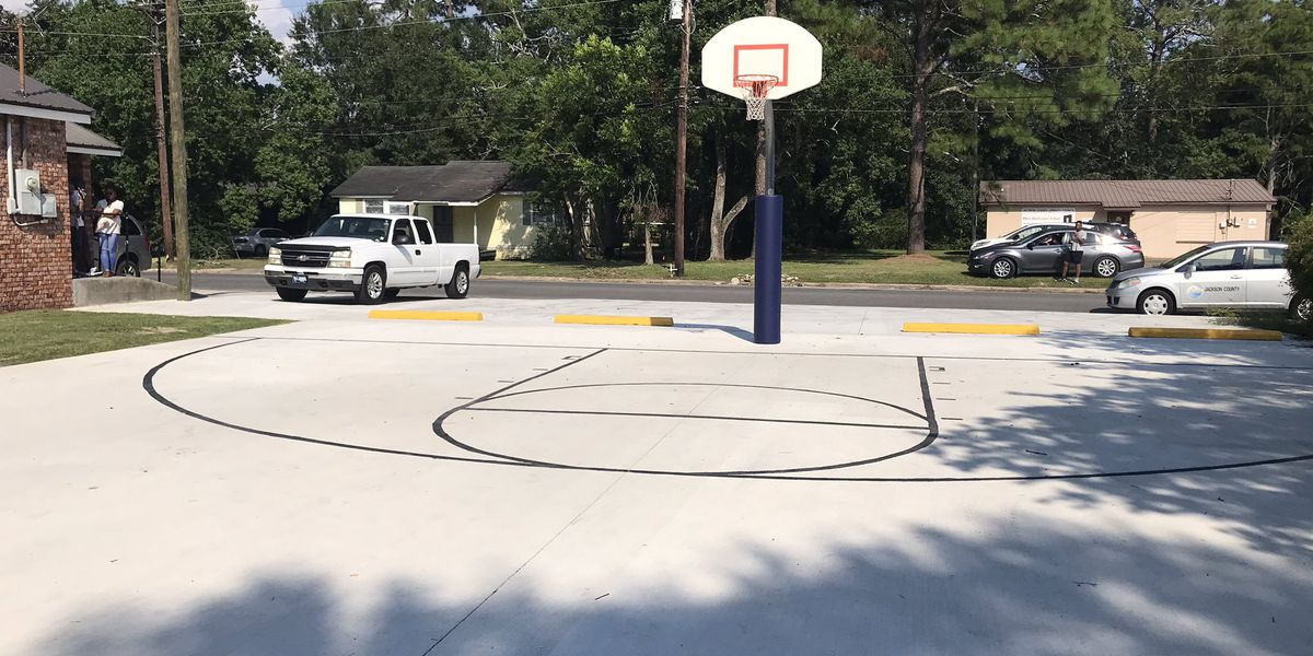 Ribbon cutting held for new basketball court in Pascagoula
