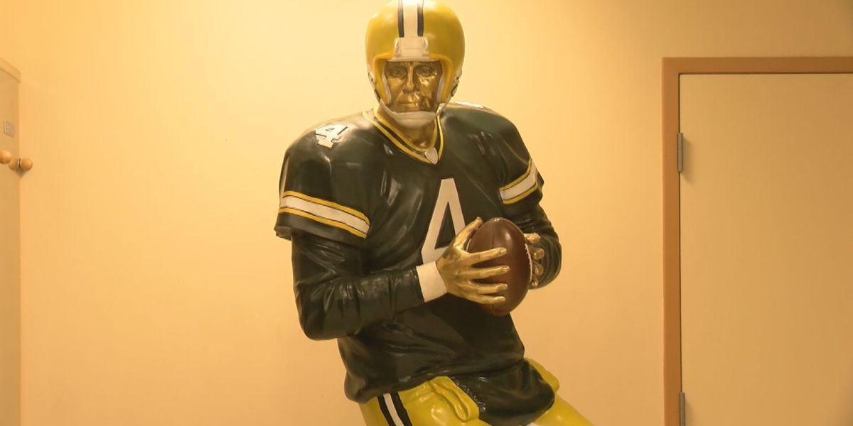Brett Favre statue unveiled at Mississippi Sports Hall of Fame