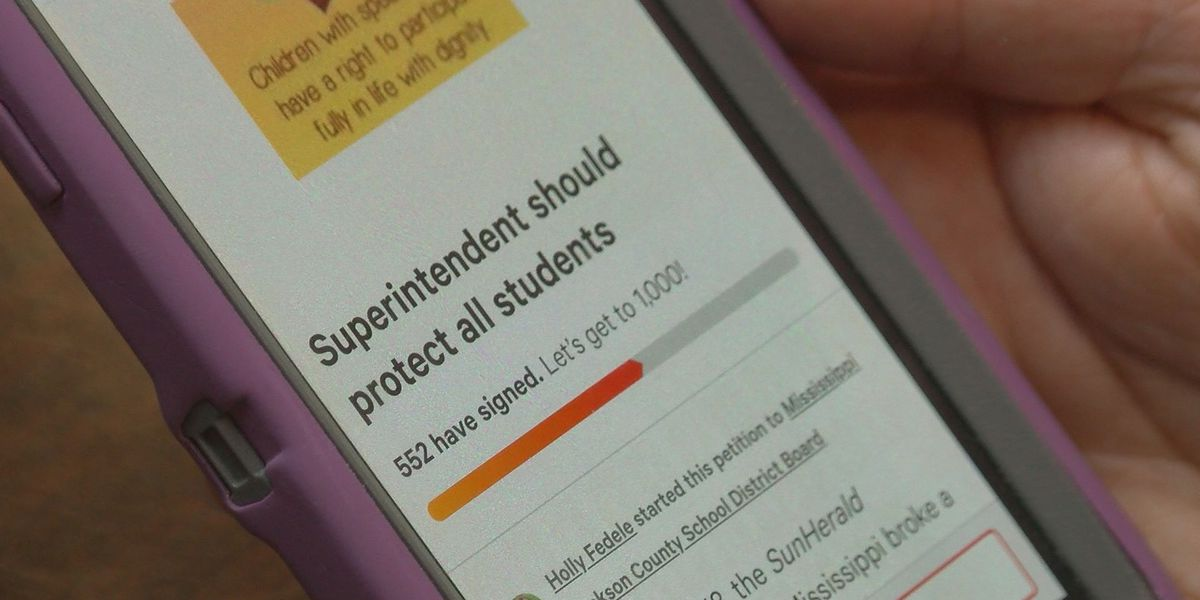 More than 500 sign petition for removal of Jackson Co. School District superintendent