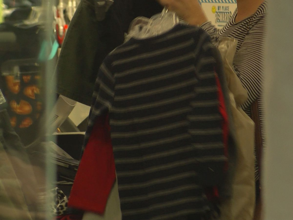 Shoppers and retailers preparing for extended holiday shopping season