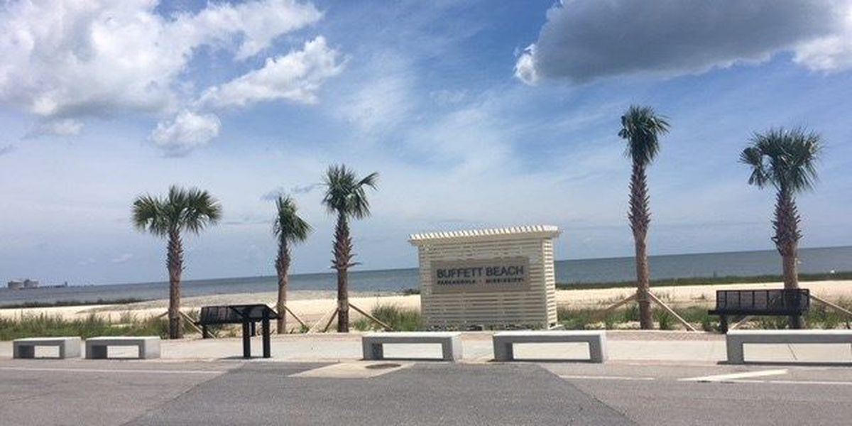 No rain in sight for beachgoers in Pascagoula