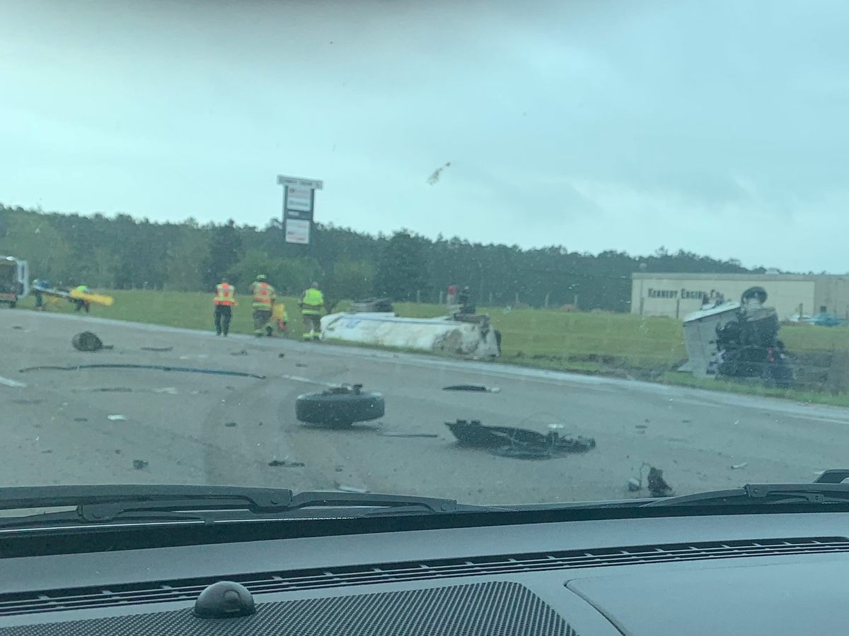 Two separate incidents block I-10 traffic in Biloxi