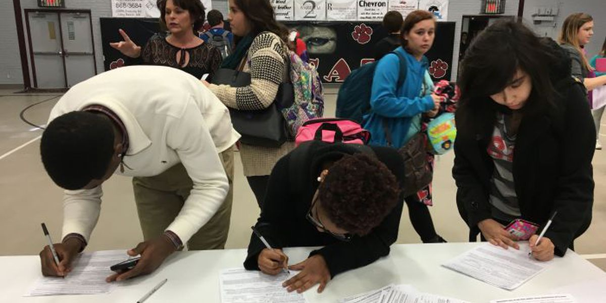 Circuit clerk goes back to high school to recruit future voters