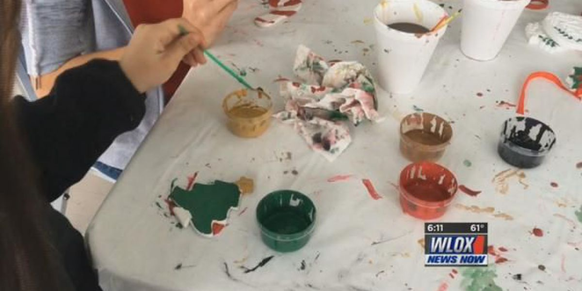 D'Iberville turns town green into Santa's workshop