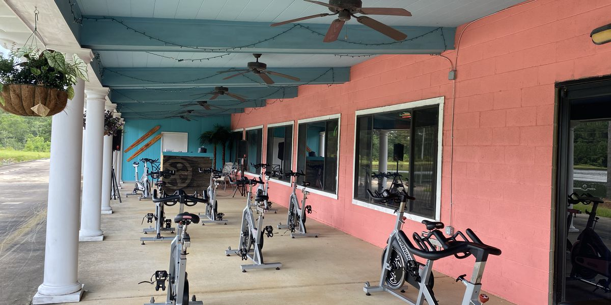 Doctor warns indoor gyms are high-risk areas for COVID-19