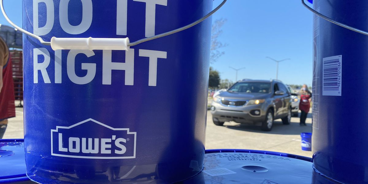 Lowe's gives back to Hurricane Zeta victims in South Mississippi